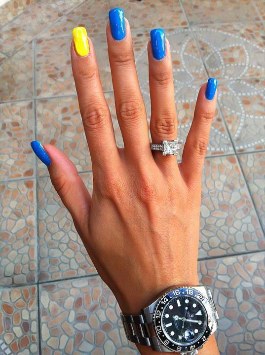 blue and yellow nails. perfect