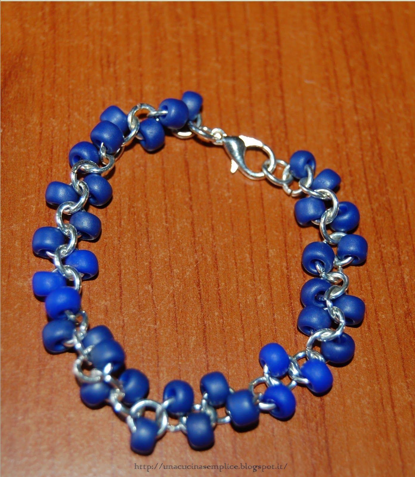 Tante piccole idee realizzate: Braccialetto con perline blu.