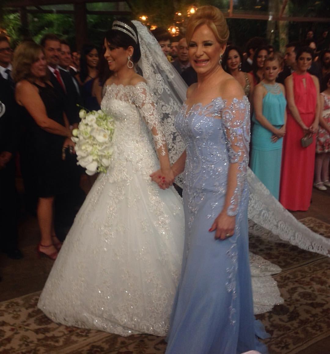Maravilhosas! Mirian Catizanni levando a filha Débora ao altar... Casamento no museu de Inhotin. Vestidos Paulo Dolce.