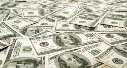 تعرف على أسعار الدولار بالسوق السوداء اليوم الإثنين في مصر - سجلت أسعارالدولارالأمريكي اليوم الإثنين في مستهل تعاملات السوق السوداء صعود ملحوظ بعد توقف التعاملات نسبيا عقب قرارالتعويم ليتجاوز الـ 17 جنيه. وسجل الدولار16.75 جنيه للشراء و17.25 للبيع ليحقق رقم قياسي جديد بسبب عدم تغطية البنوك المحلية لمتطلبات المستثمرين من العملة الصعبة بشكل كافي. ومن جانبهم قال متعاملون وخبراء في السوق السوداء أن حركة البيع والشراء بدأت في العمل من جديد بالسوق السوداء وخاصة عقب إحجام بعض البنوك عن بيع…