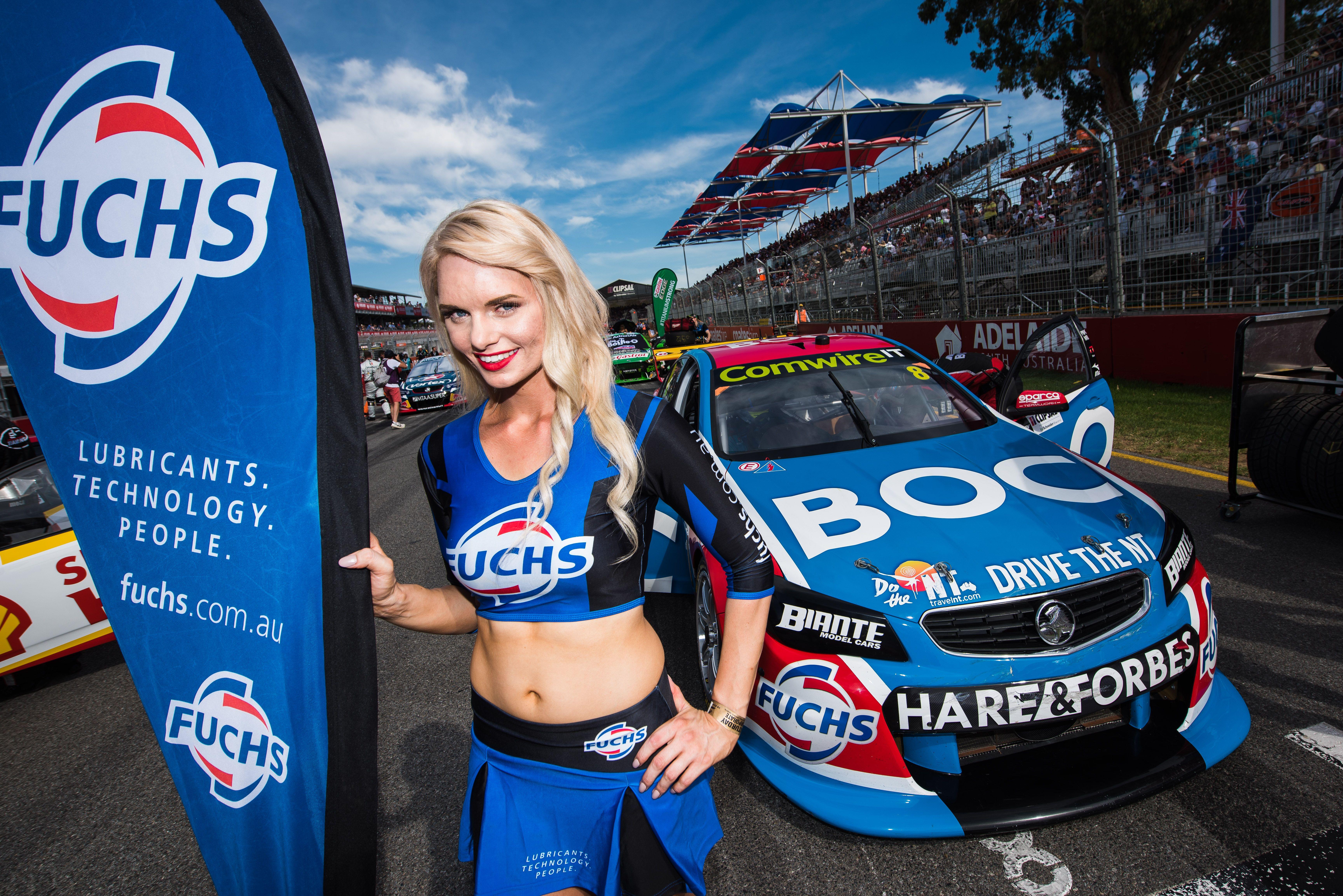 V8 Supercars Grid Girl Bodys Koreaner Fuchs