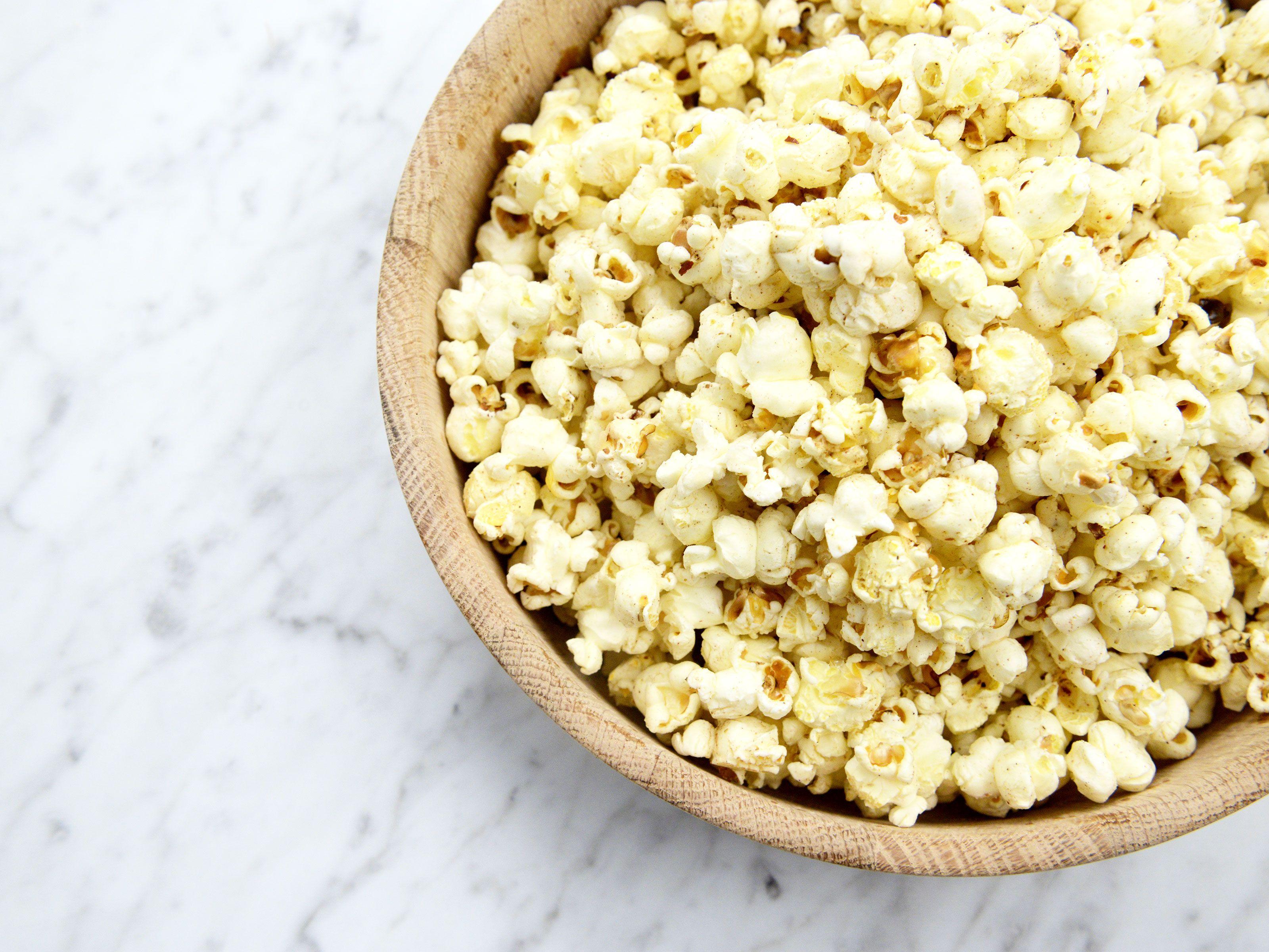 Heta popcorn med lakrits och chili - se