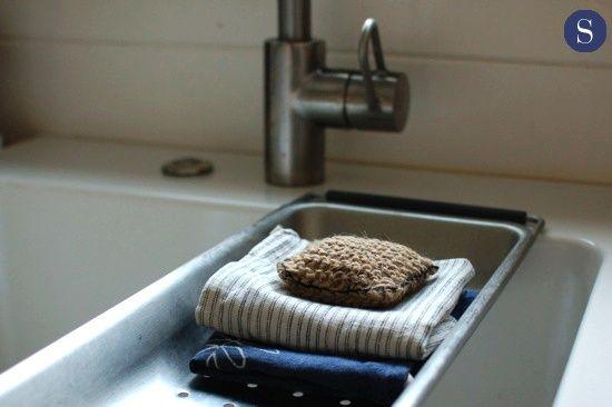 Homemade scrubbie for kitchen sink using garden twine.   DIY   Pinterest