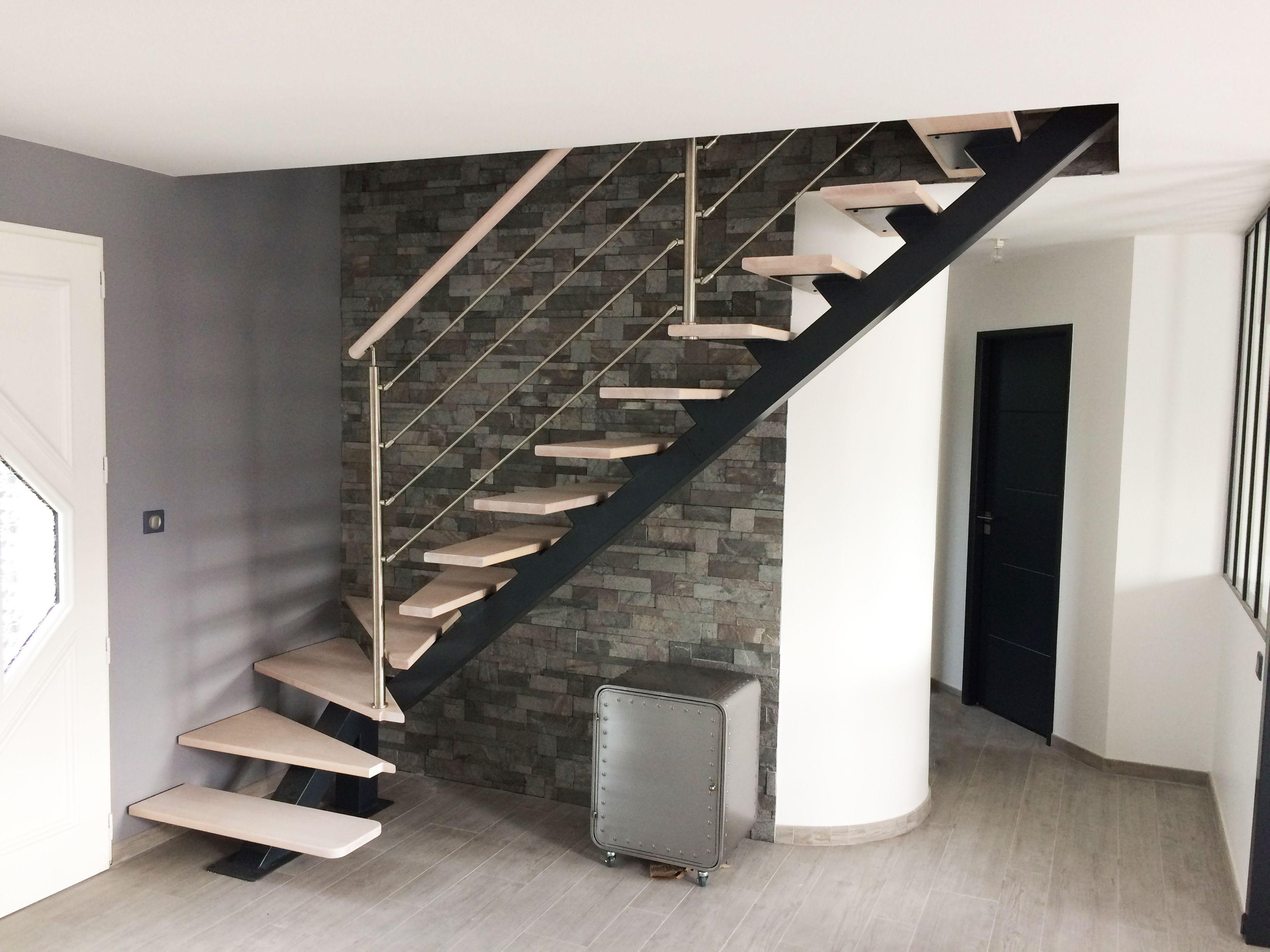 escalier m tallique et bois style industriel escalier quart tournant en m tal et marches en. Black Bedroom Furniture Sets. Home Design Ideas
