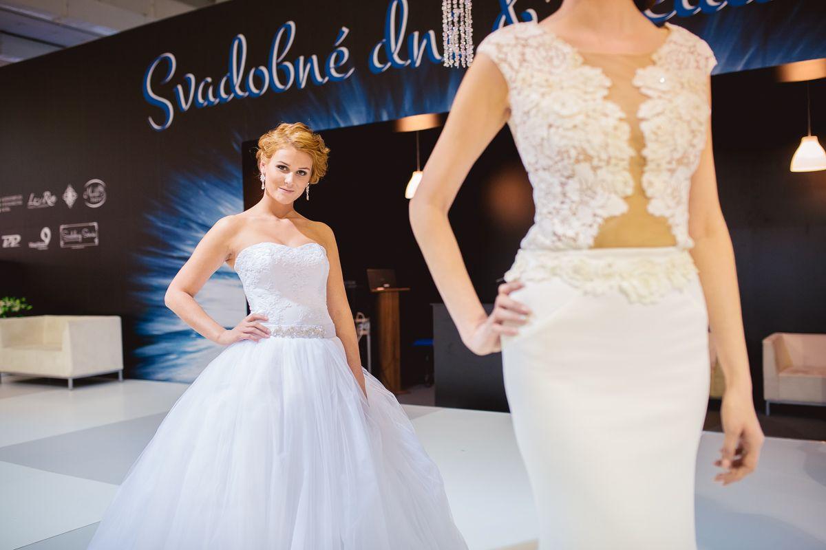 95f40502a88d Svadobné šaty s veľkou tylovou sukňou s čipkovaným korzetom ...