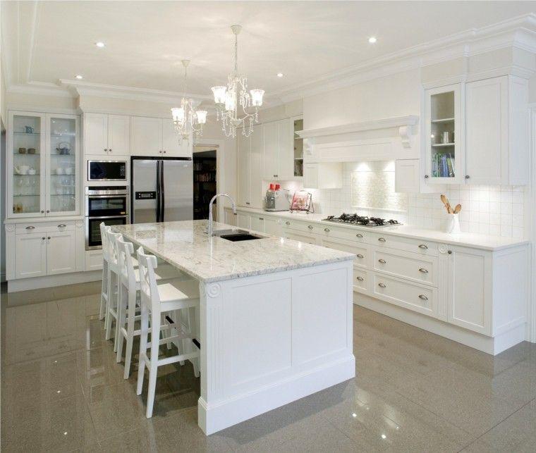 cocina con muebles blancos y encimera de mrmol - Encimera De Marmol