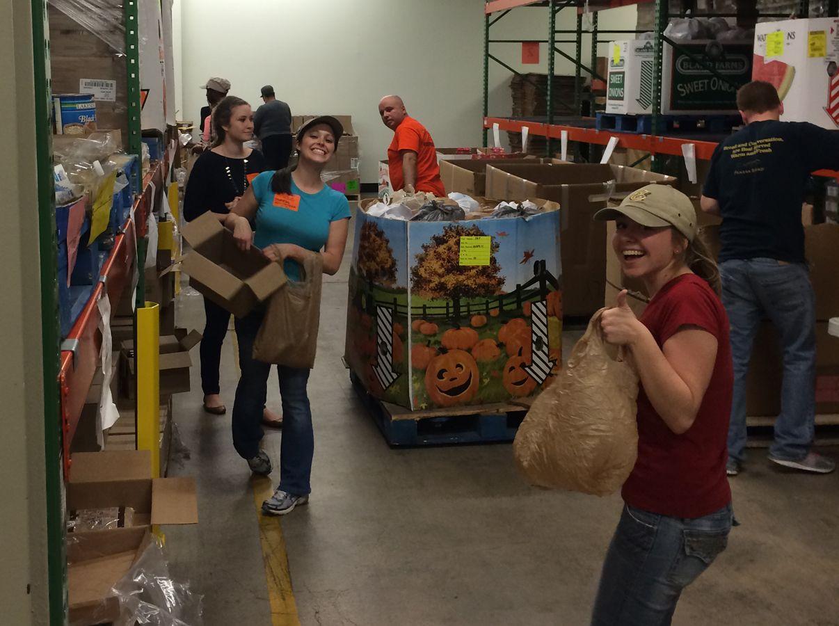 Mypanera members give back feeding america volunteer