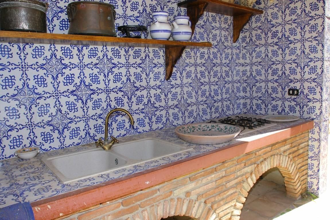 Foto come realizzare una cucina da esterno progetti esterno pinterest foto cucine da - Top cucina mosaico ...