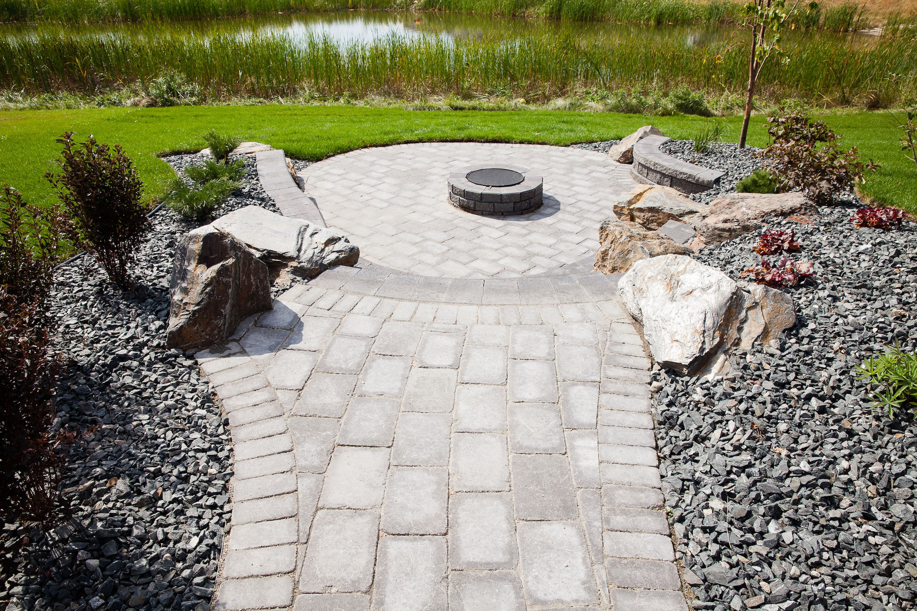 Stone Oasis Circle Firepit Surrounded By Roman Pavers Fire Pit Backyard Campfire Outdoor Fire Pit