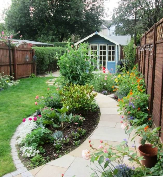 Small family garden with summerhouse in Scotstoun, Glasgow ...