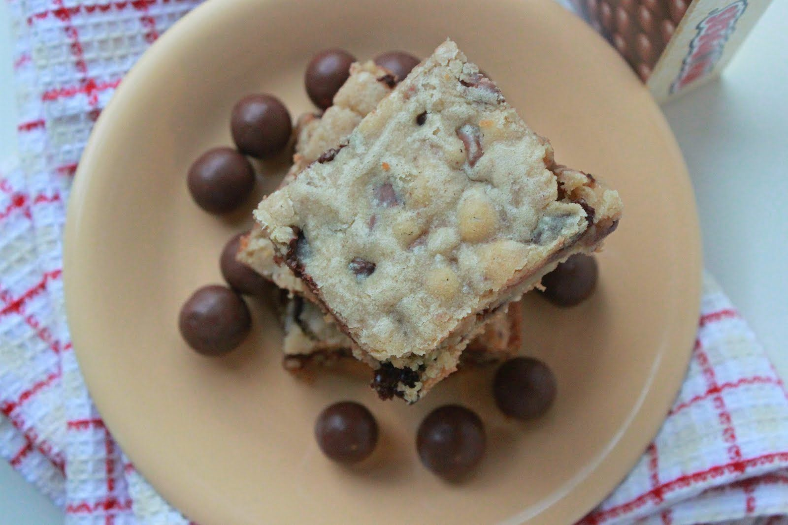 Annie's City Kitchen: Whopper Blondie Bars