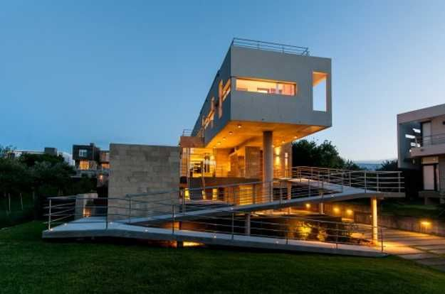Ocean Front Wanka House Design with Rooftop Swimming Pool and