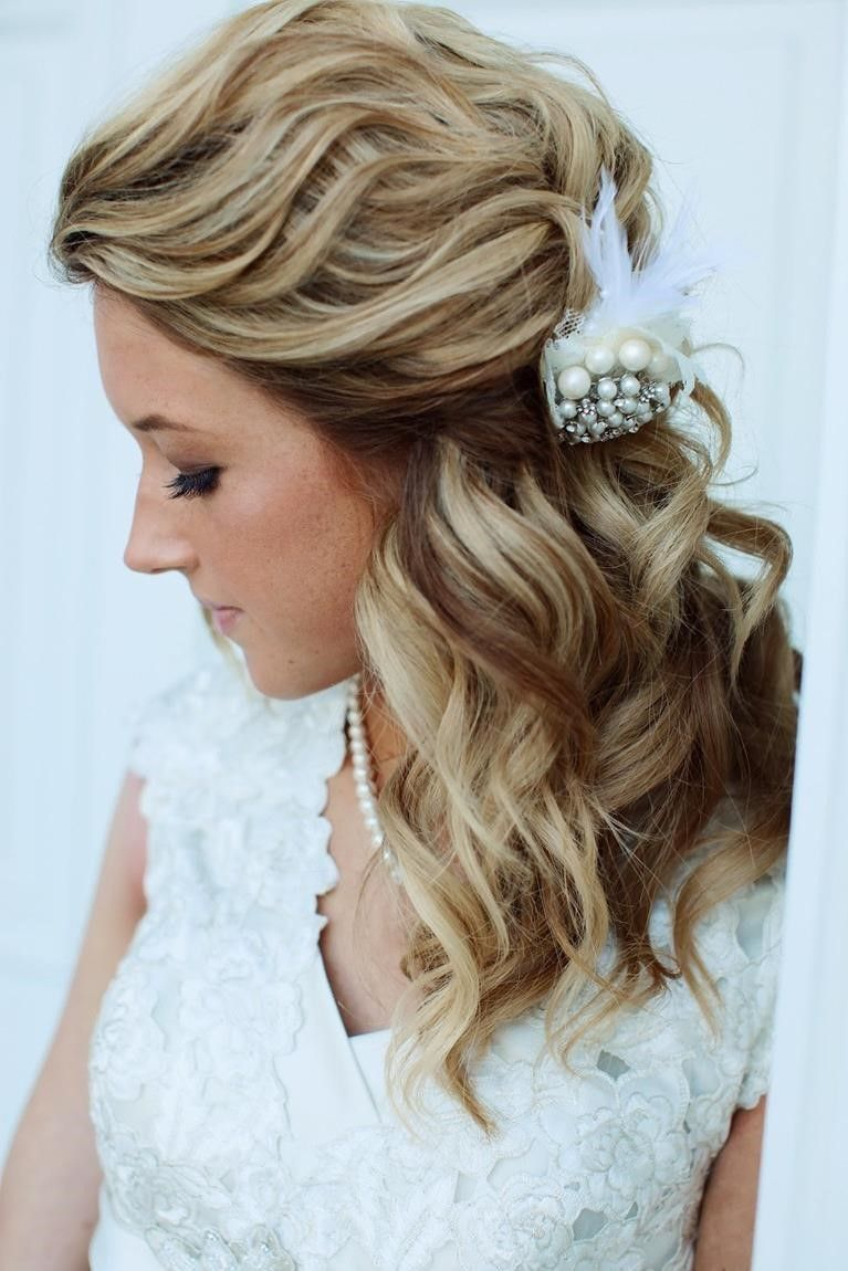 Wedding Half Up Hairstyles 25 Beautiful Medium Length Haircuts For Round Faces Wup Mate