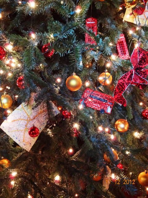 London Themed Christmas Tree Christmas Tree Themes Christmas In England Christmas Tree