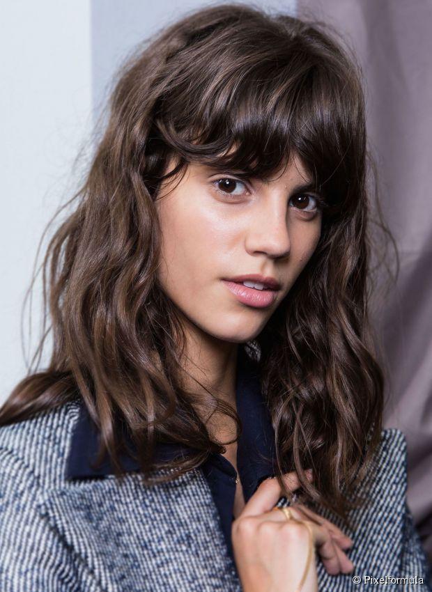 How To Wear Wavy Hair 10 Effortlessly Beautiful Looks Hair Lengths Medium Length Hair Styles Hair Styles
