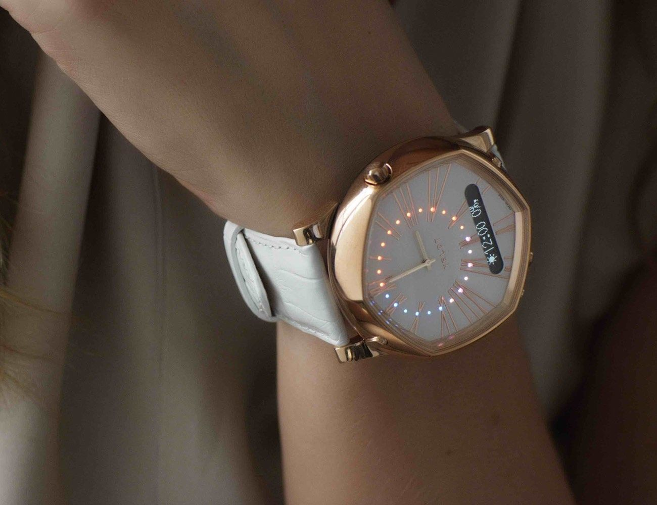 VELDT - Luxury Analogue Smart Watch For iOS