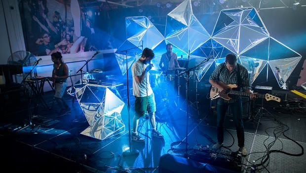 Indie Band Brings Stadium Worthy Visuals To Small Clubs Stage