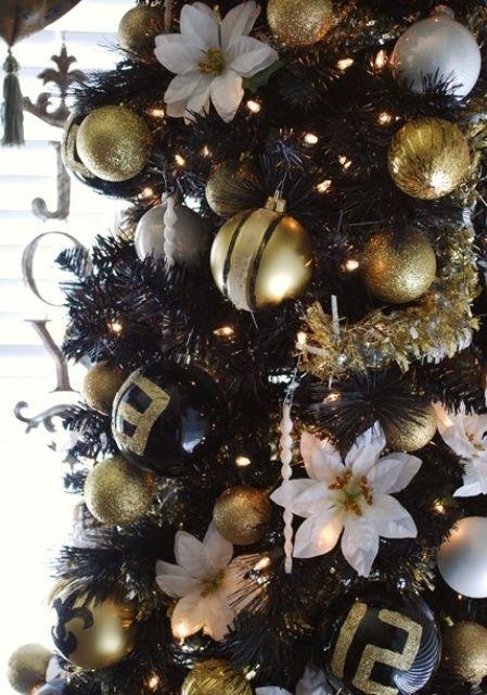 36 Super Elegant Black And Gold Christmas Decor Ideas Ribbon On Christmas Tree Christmas Tree Decorating Themes White Christmas Trees