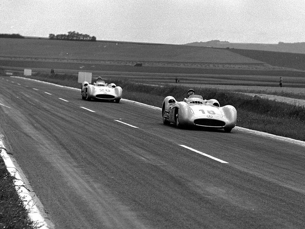 #18 Juan Manuel Fangio (RA) - Mercedes-Benz W196 str. (Mercedes-Benz 8) 1 (1) Daimler Benz AG #20 Karl Kling (D) Mercedes-Benz W196 str. (Mercedes-Benz 8) 2 (2) Daimler Benz AG