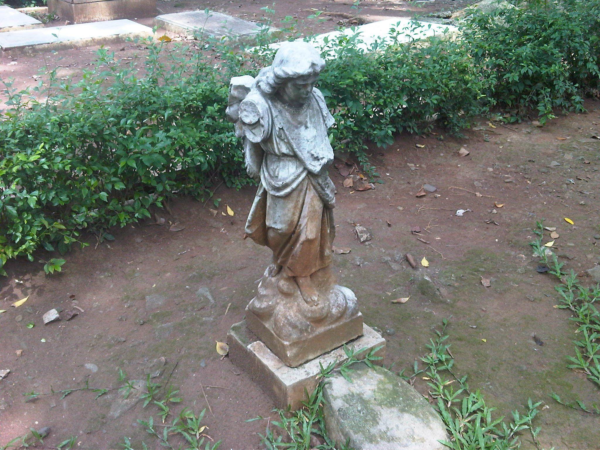 An Angel Statue In Museum Taman Prasasti Dengan Gambar Taman