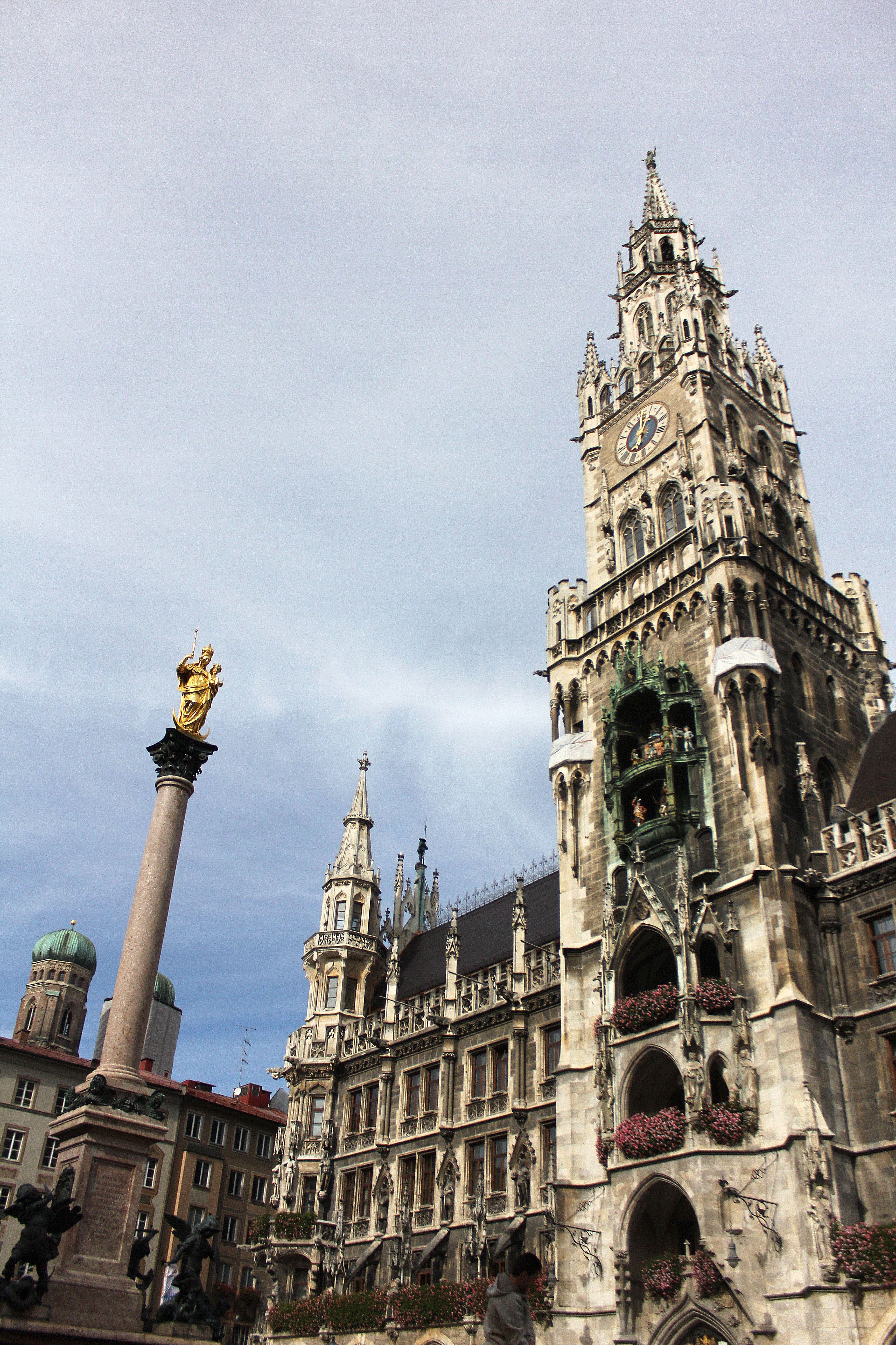 Das Rathaus Im Munchen With Images