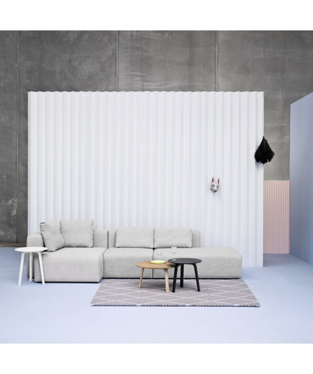 Tavolino rotondo Bella e divano Mags by HAY | Details