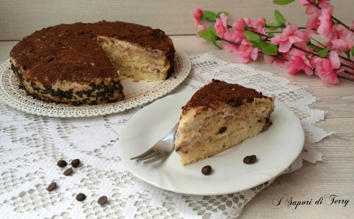 Photo of La torta tiramisù con gocce di cioccolato è buonissima, con soffi