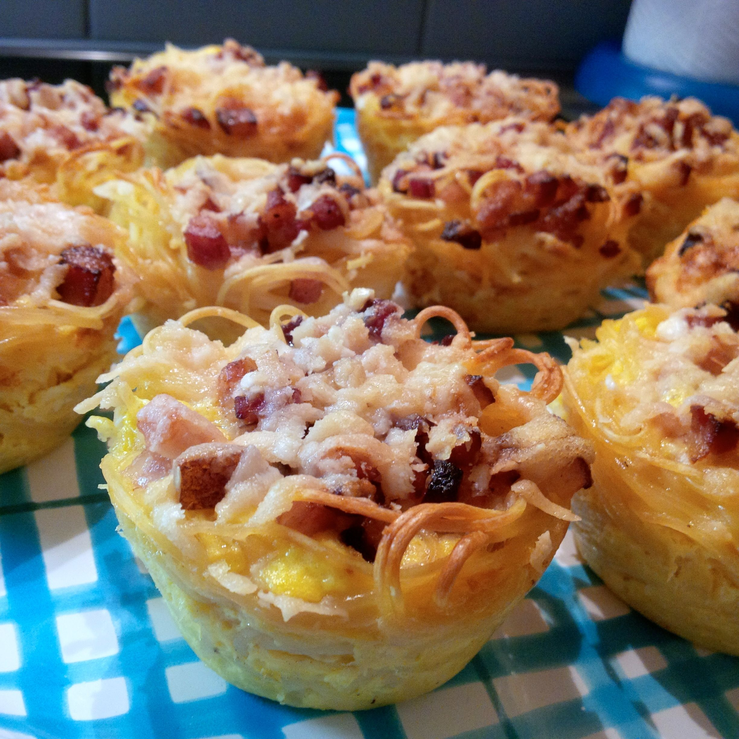 Spaghetti Carbonara Muffins, easy and delicious party finger food! I used this recipe: http://www.sixx.at/tv/enie-backt/rezepte/spaghetti-carbonara-muffins-das-rezept-aus-enie-backt