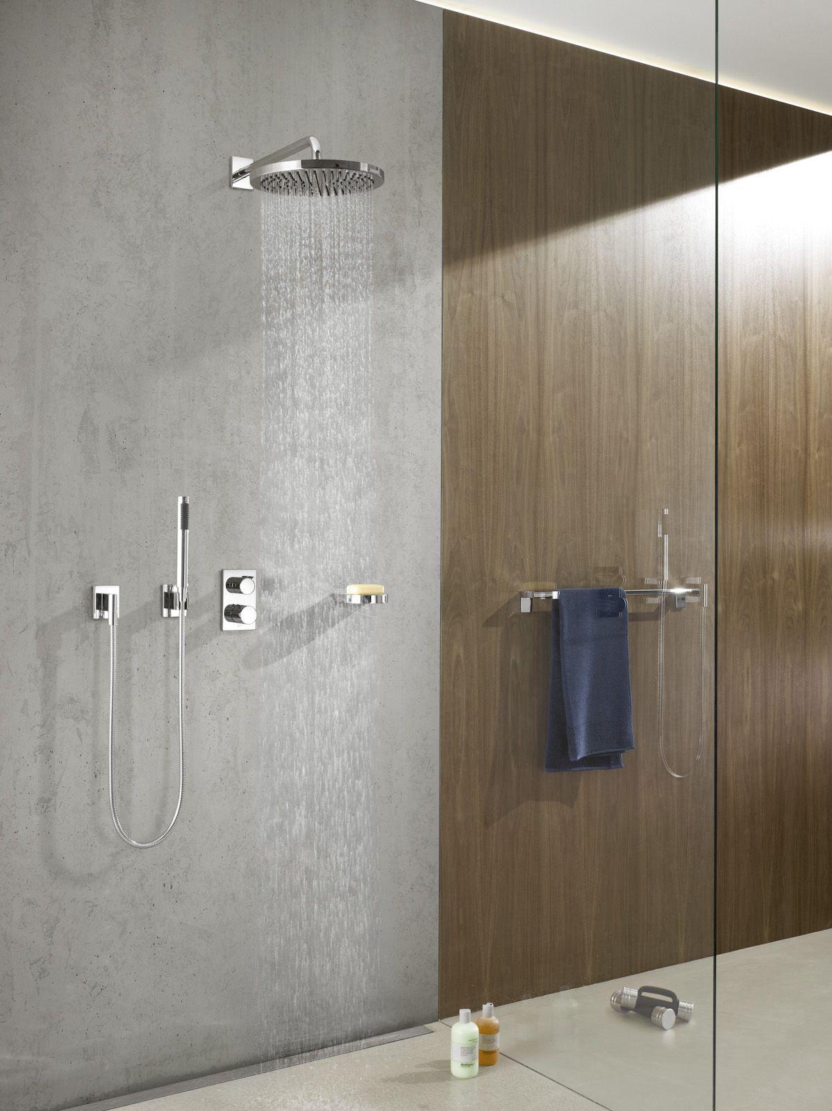Furnier Ist Wieder In Und Sei Es In Einer Ganz Schlichten Form Ubrigens Kann Holz Auch In Feuchtraumen Langst Duschsysteme Badezimmer Design Luxusbadezimmer