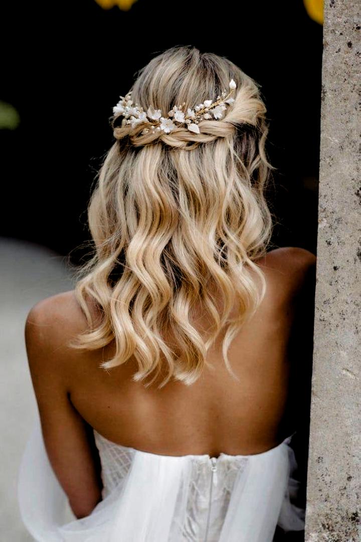 Easy Hair Easy Hair Hochzeitsfrisuren Locken Halb Offen 2020 Brautfrisur Hochzeitsfrisuren Hochzeit Kopfschmuck