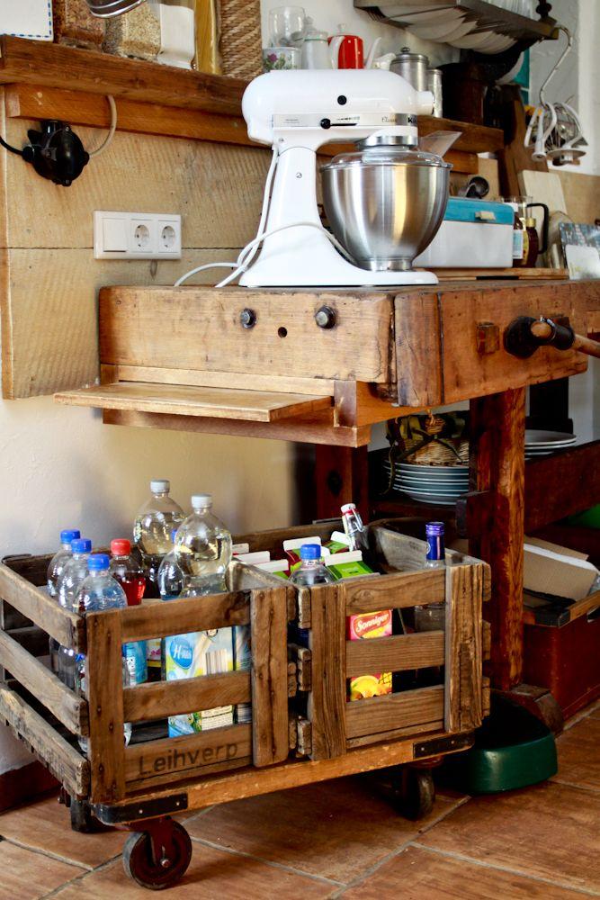 Hobelbank Küche küche industrielook alte getränkekisten mit einer schönen