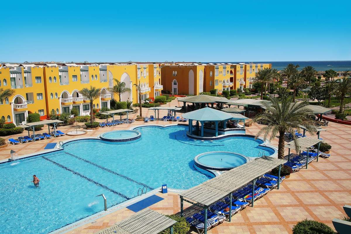 Sunrise Select Garden Beach Resort Spa Located On The Red Sea Coast In Hurghada This 5 Star All Inclusive Hotel Offers Priv Beach Resorts Resort Spa Resort