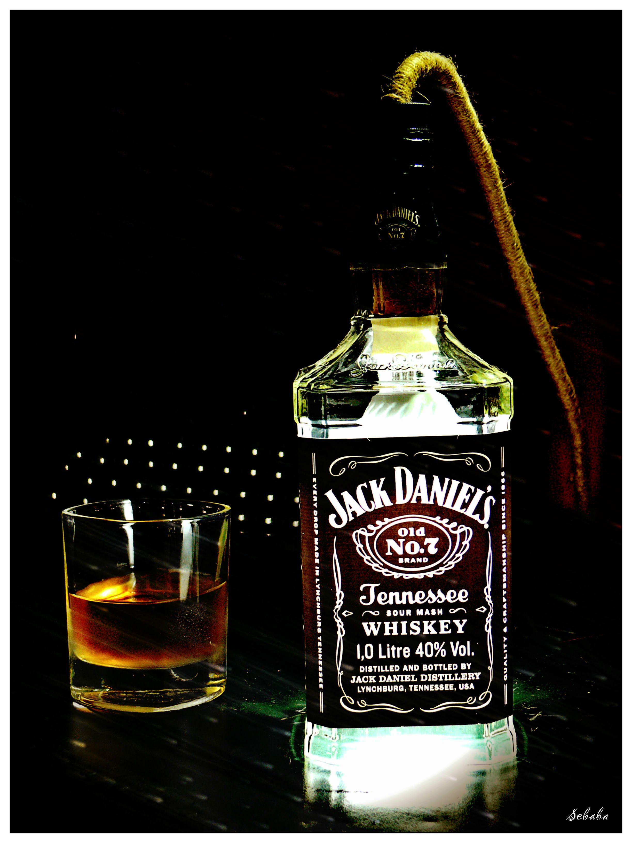 Lampa z butelki jack daniels
