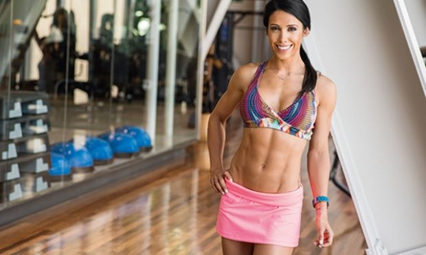Com este treinamento intervalado, você fica menos de 30 minutos na esteira ou no transport para ver os resultados. Afinal, nem Bella Falconi nem você têm tempo para passar horas na academia.