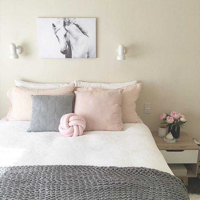 scandi scandinavian feminine pretty minimal minimalist flowers peony pink white and on grey and light pink bedroom decorating ideas id=35658