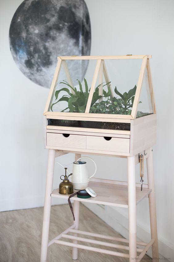 diy fabriquer une serre d int rieur avec un meuble. Black Bedroom Furniture Sets. Home Design Ideas