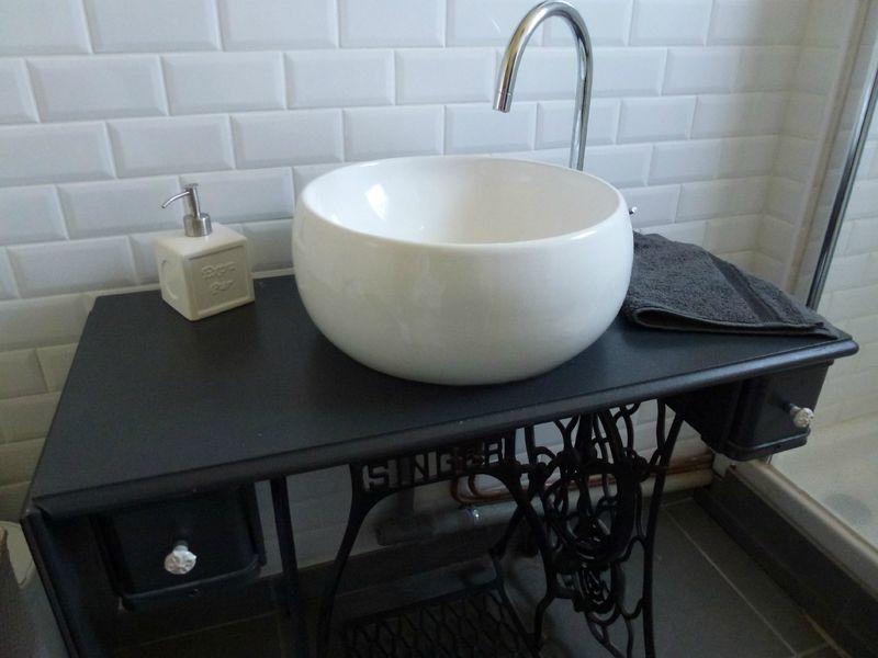Meuble salle de bain machine a coudre meuble singer