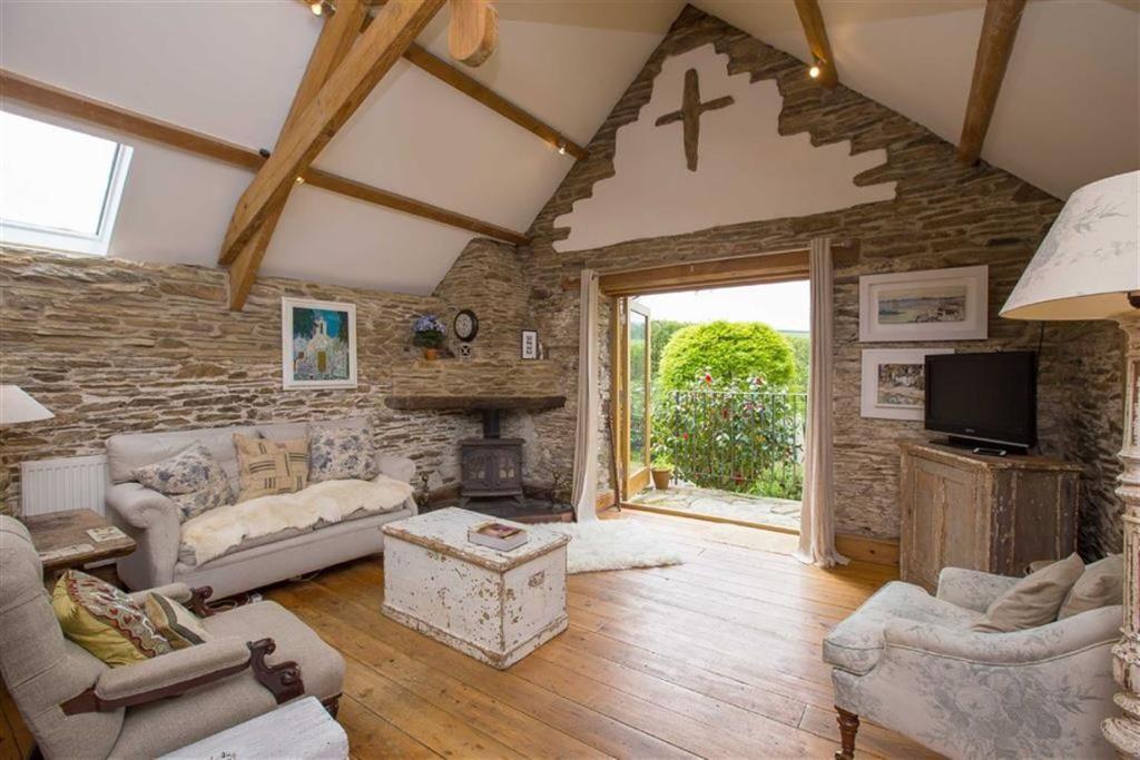 2 bedroom detached house for sale in Superb barn