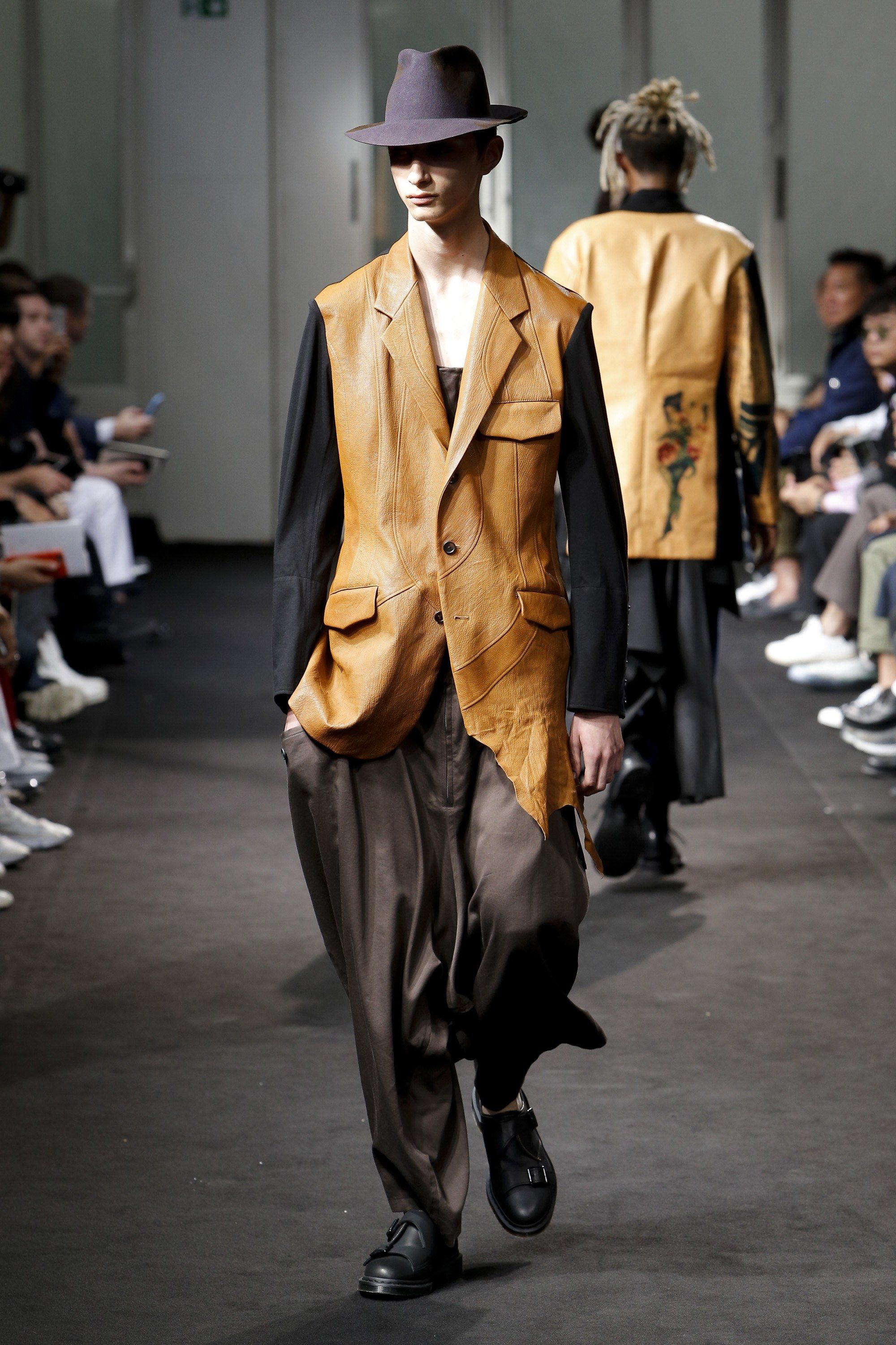 Yohji Yamamoto Spring 2019 Menswear Paris Collection - Vogue 162b05f906d1