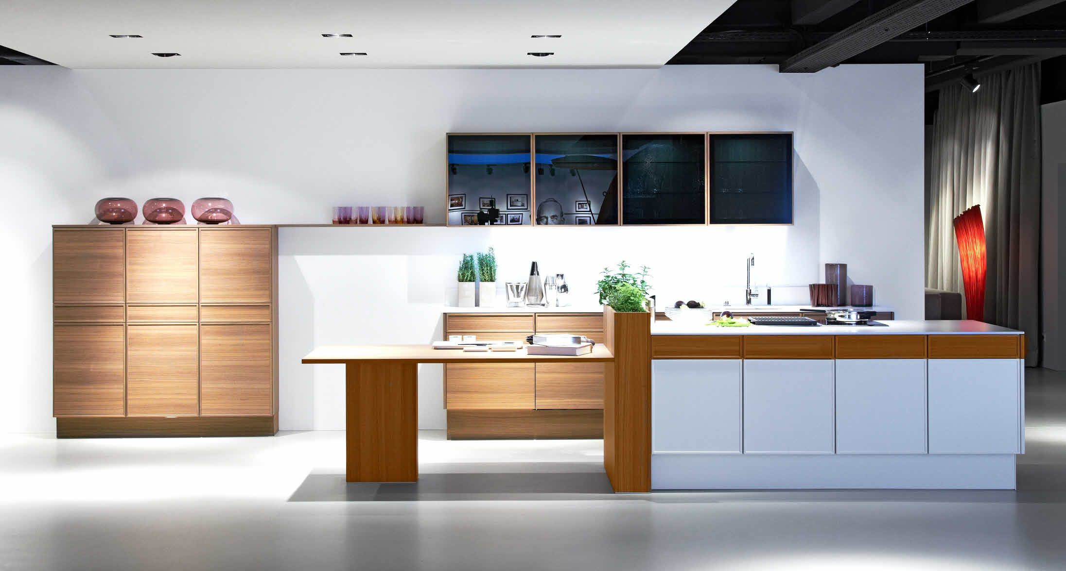 Dan Küche Wiener Neudorf Poggenpohl Showroom Herford Edition Front View Kitchen Island