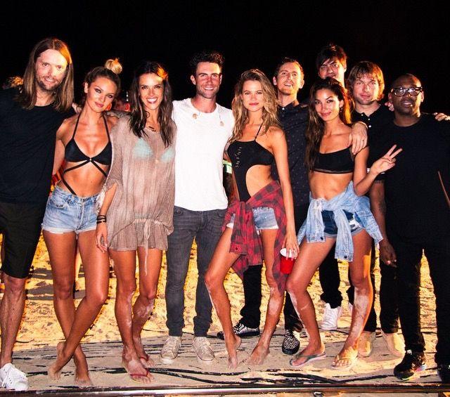 Maroon 5 secret victorias Adam Levine
