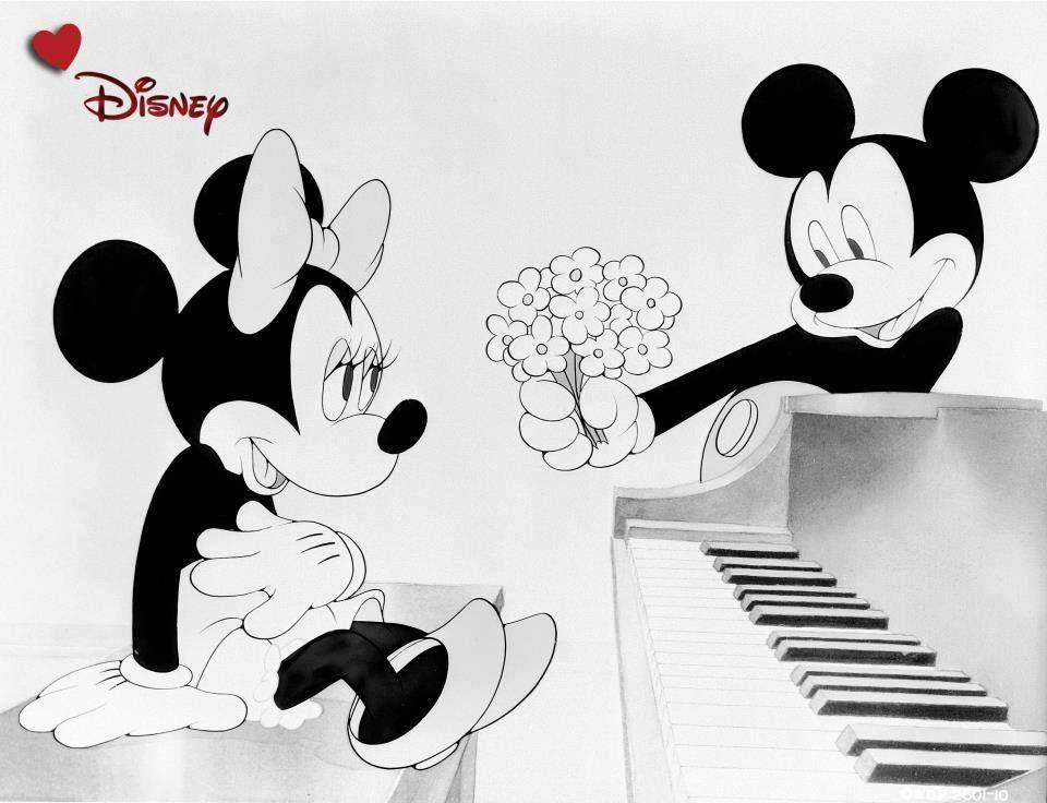 Minnie E Topolino Al Pianoforte Romanticamente In Bianco E Nero