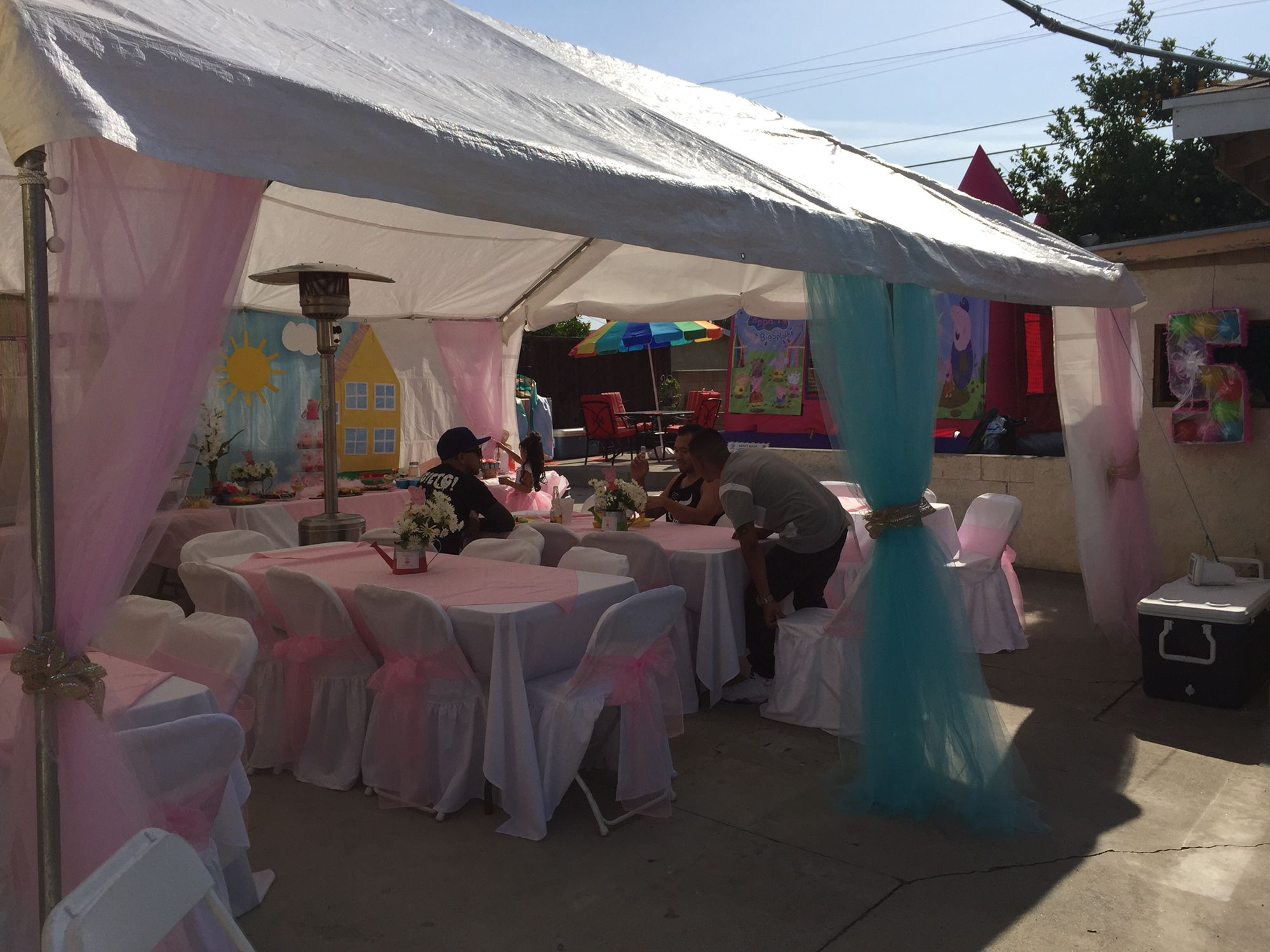 Peppa pig party tent decorations & Peppa pig party tent decorations | Girls birthday party decorating ...