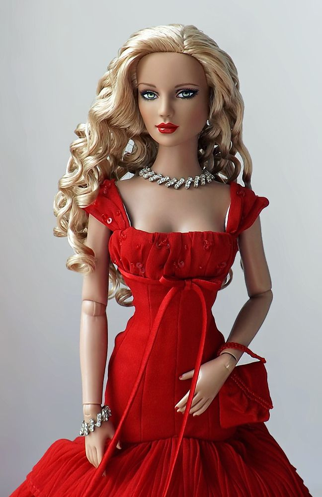 Rhapsody in Red Holiday Ashleigh| Tonner Doll