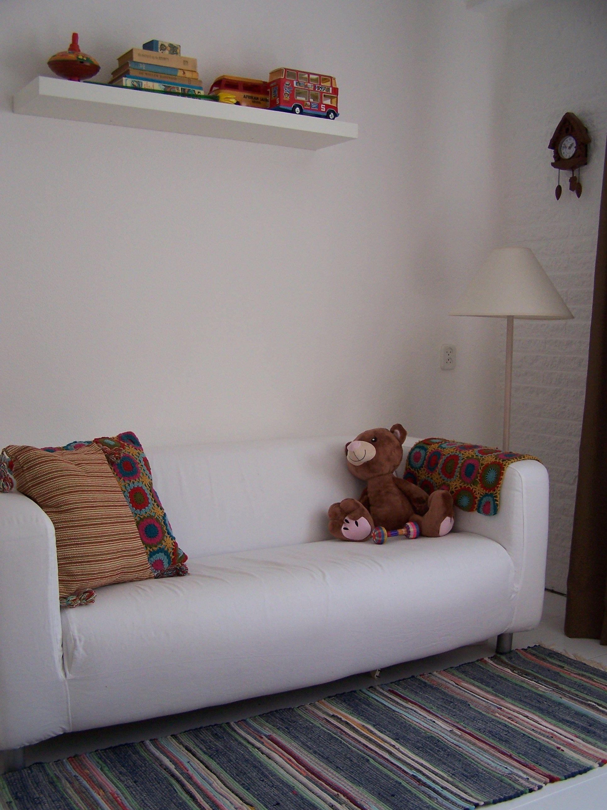 MANON interieur STYLING Kinderkamer jongens Ikea klippan wit retro ...