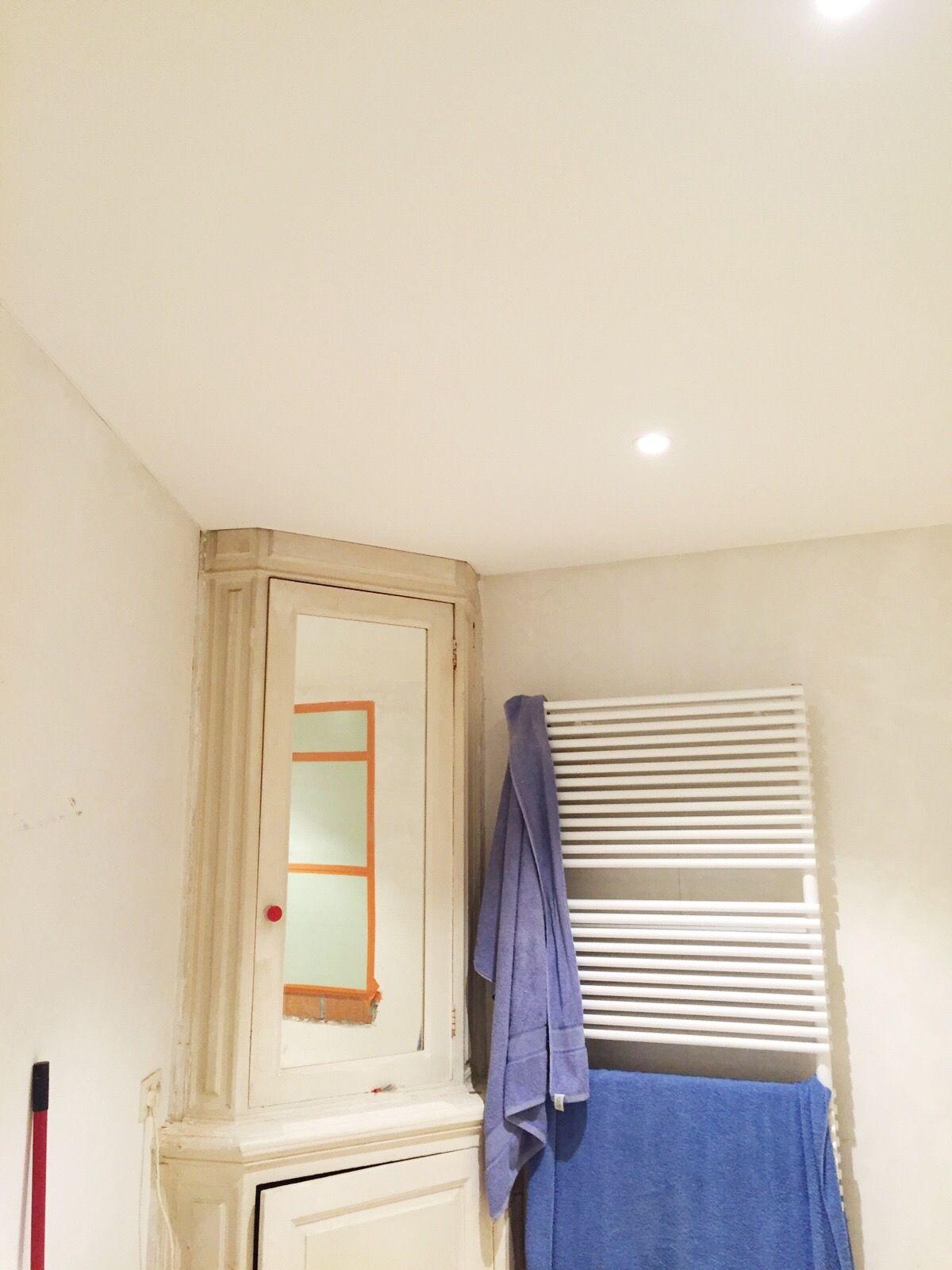 Renovatie van plafond. Nieuw spanplafond in badkamer te Berchem ...