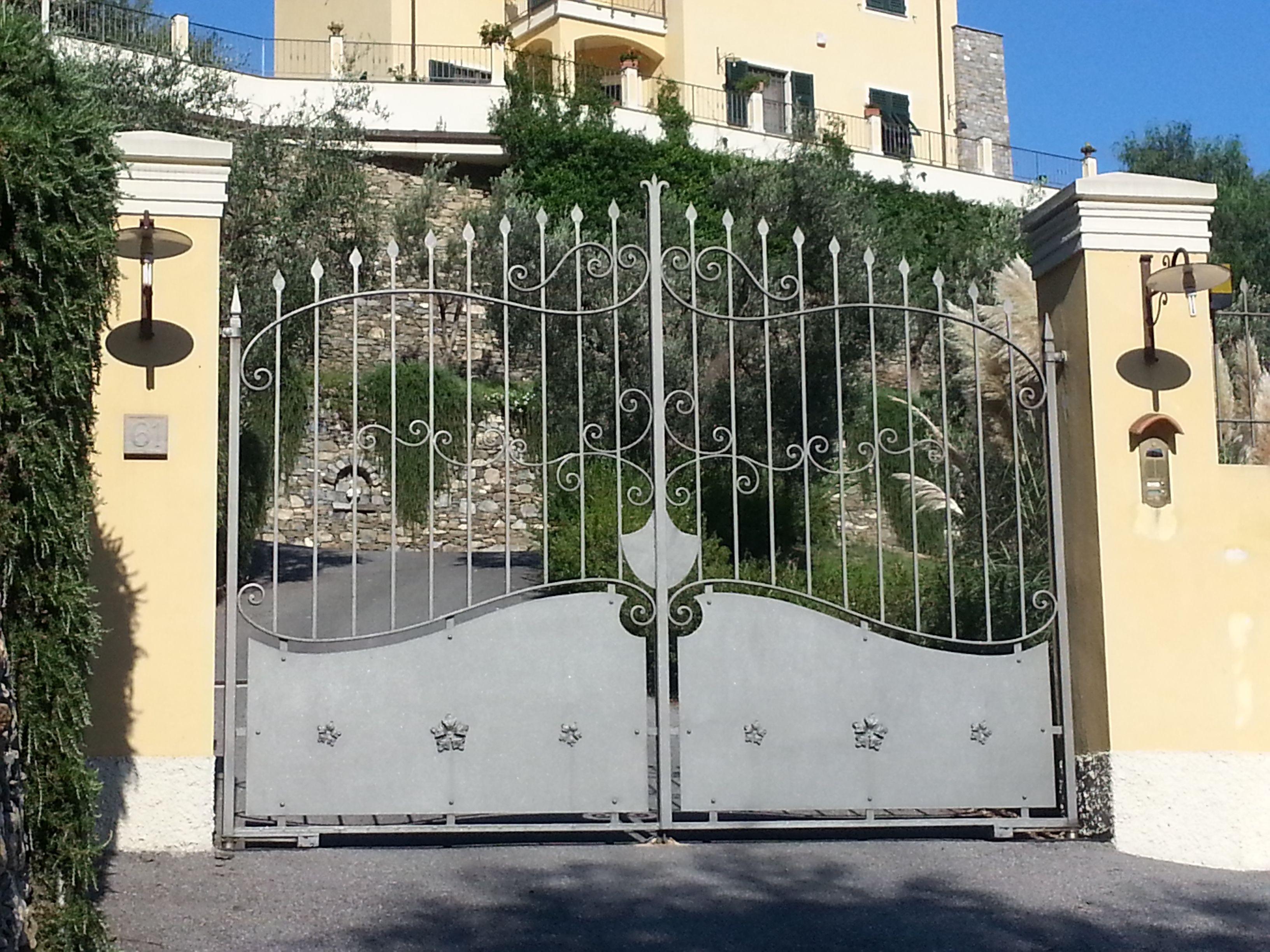 Cancello Ferro Due Ante.Cancello A Due Ante Ferro Battuto Con Lamiera Wrought Iron Gate With