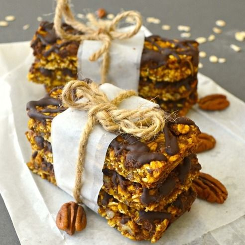 Pumpkin, Pecan & Chocolate Granola Bars. Deliciously soft & chewy, chocolate drizzled pumpkin & pecan granola bars. vegan, gluten free & perfect for fall!