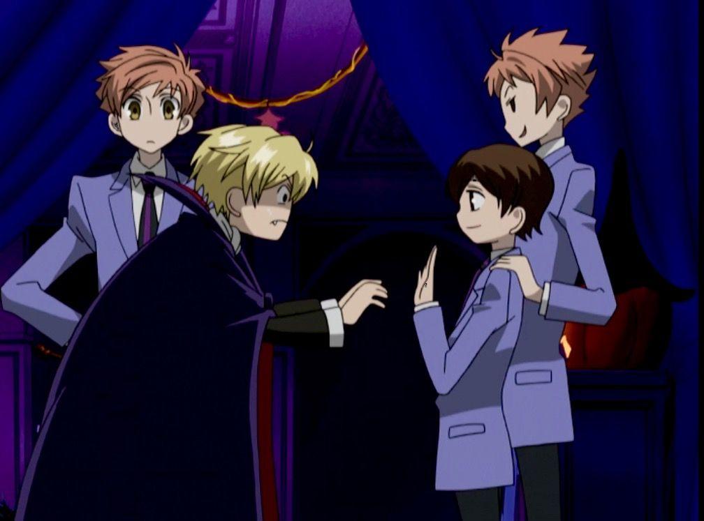 Look at hikaru He is holding onto Haruhi's Shoulder #Haruru