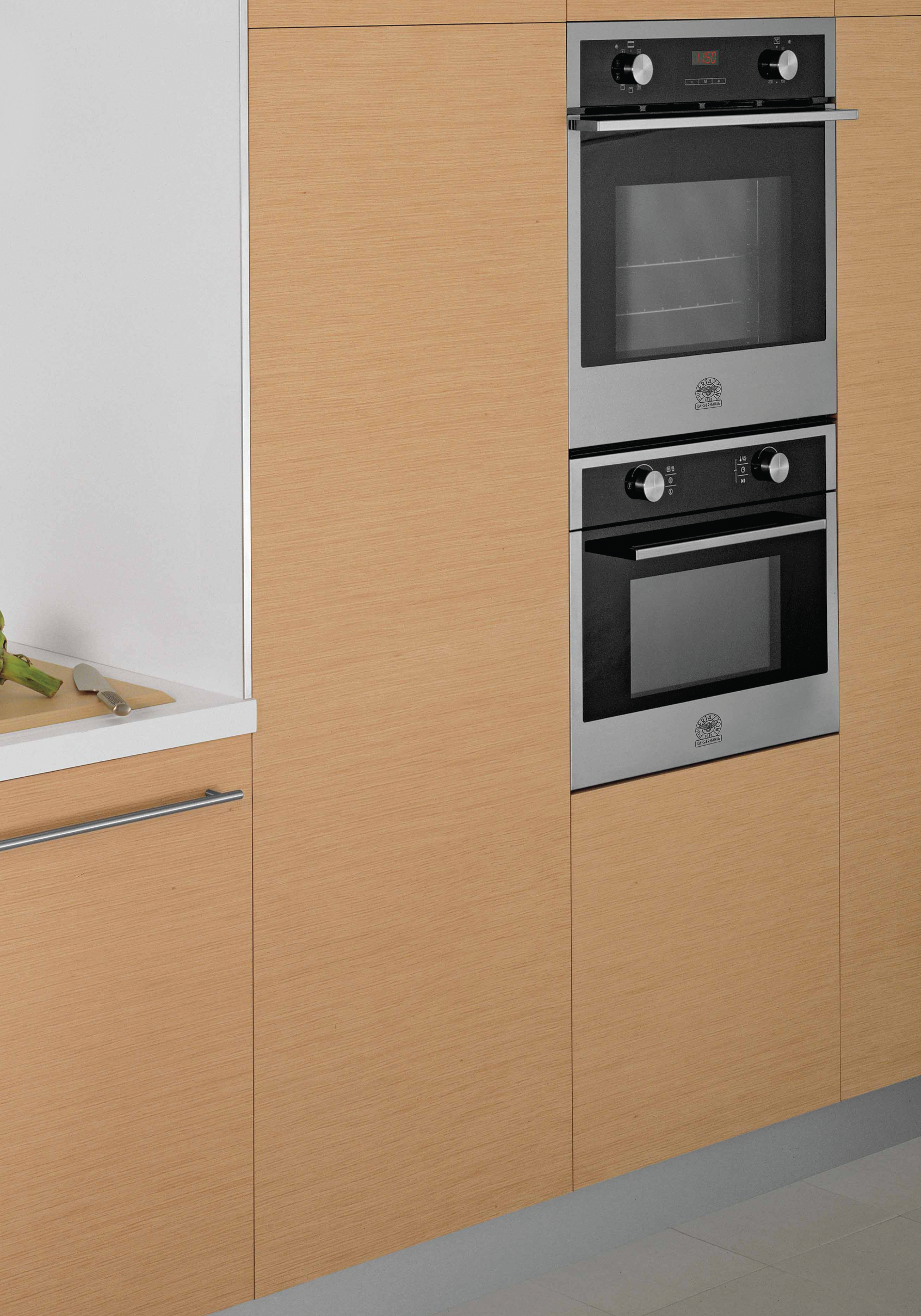 Advanced Technology Cookers Styled With Pleasing Modern Simplicity Featuring Black And Stainless Steel Finishes The Li Built In Ovens Hafele Fitted Furniture